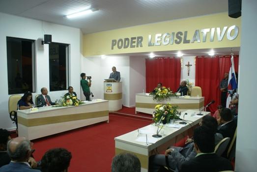 Plenário da Câmara de Queimadas. Presidente Lázaro dirigiu a sessão