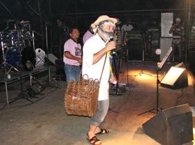 O Véio do Forrobodó é o vocalista da banda