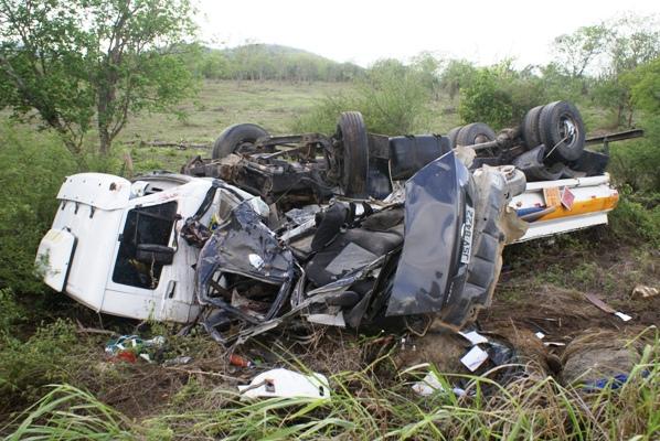 Os dois veículos foram parar com mais de 25 metros de distância do local do acidente