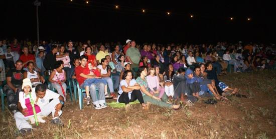 O espetáculo atrai curiosos de vários municipios vizinhos