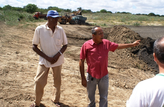 Urbano de Carvalho al lado do diretor sindical Jonas Oliveira