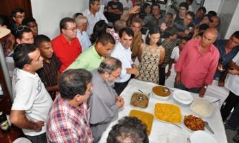 Padre Antônio Maria em 2012 participou do almoço na casa do prefeito