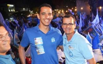 André não repetirá essa foto este ano, usando a cor azul do partido e posar ao lado do seu atual vice.