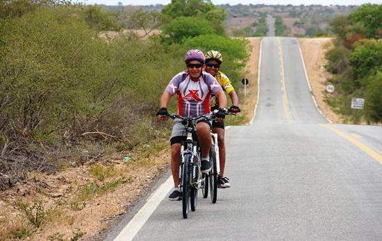 Pai e filho pedalam de São Paulo até Valente - foto- Raimundo Mascarenhas