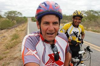 Pai e filho pedalam de São Paulo até ValenteIV - foto- Raimundo Mascarenhas