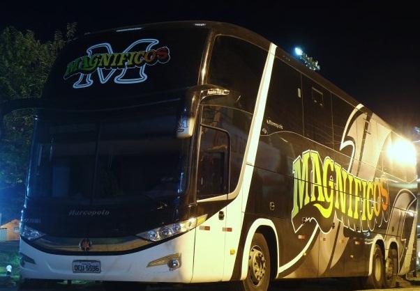 Ônibus da empresa Banda Magníficos