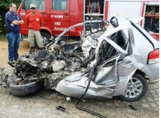 acidente-com-caminhao-e-microonibus2