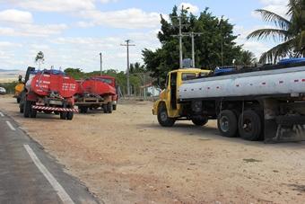 caminhões na embasa de bandiaçu