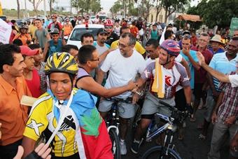 chegada de pai e filho a valente depois de sairem de são paulo de bicicletas- fotoV- raimundo mascarenhas