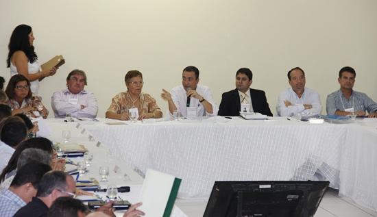 Encontro de Prefeitos em Tucano-mesa-2 - foto- Raimundo Mascarenhas