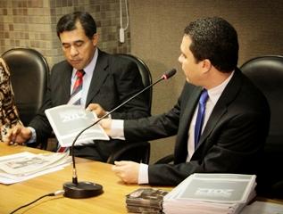 Deputado TomAraújo Entrega  Relatório 2012 de Atividades da Comissão de Infraestrutura Desenvolvimento Econômico e Turismo