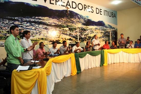 Almirinho (E) no momento da apresentação da adesão ao Consórcio. Ao seu lado Igor Nunes de Tucano, ao lado de Cecília Zenon Nunes e a direita da foto Assis.