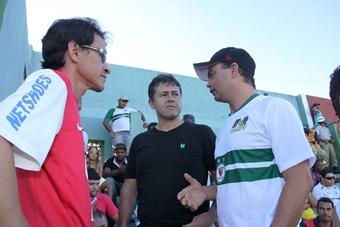 Clô (de vermelho) Alex ao centro e Gilberto