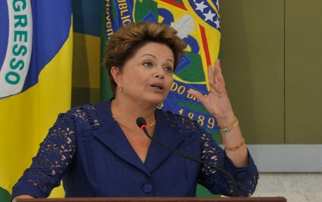 dilma_promulga_lei_dos_royalties_do_petroleo_foto1_06381815032013_2161