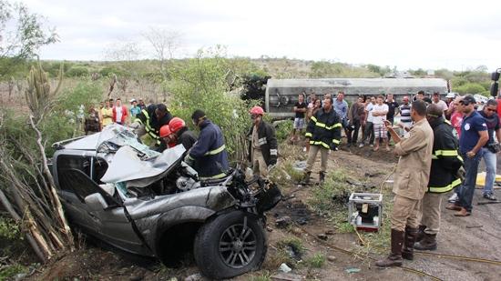 acidente entre L200 e carreta- des- foto- Raimundo Mascarenhas-CN