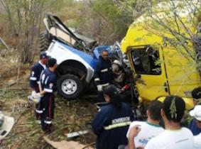 acidente envolvendo caminhão e viatura da CIPE Caatinga-2