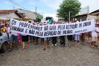 Dia do Trabalho em Riachão do Jacuípe -faixa aplb - foto- Raimundo Mascarenhas