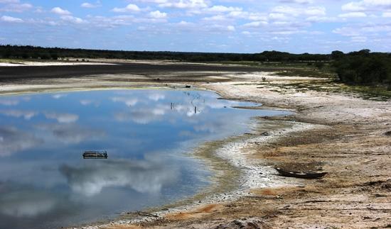 Açude de Tapera com a água no fim merecia uma boa retirada da lama para receber novas águas.