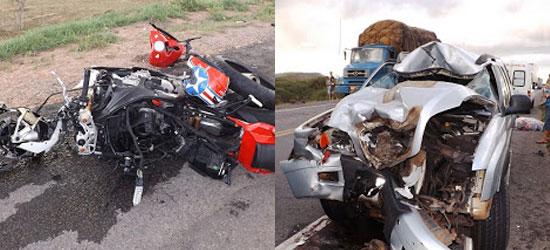 Moto e caminhonete ficaram totalmente destruídos.