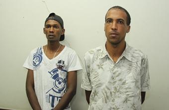 Segundo a Polícia a dupla aparece com esta roupa nas imagens durante o assalto ao supermercado em Retirolândia.