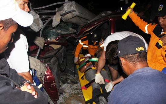 A jovem teve ferimentos na face e reclamou de dores no pescoço, pois o lado do passageiro recebeu maior impacto