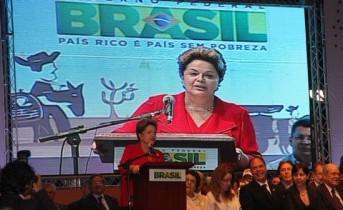 Dilma inicia seu discurso falando das manifestações no Brasil, ela diz que ouviu claramente a voz, e apoia a luta.