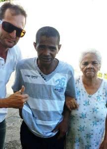 Márcio, Nilton e sua mãe que não tinha noticia do filho ha 19 anos.