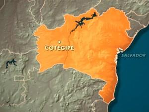 Agência foi assaltada na cidade de Cotegipe, oeste da BA (Foto: Reprodução TV Bahia)