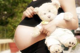 Mãe compra esperma pela internet e força filha a engravidar