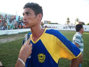 Fábio artilheiro do jogo com dois gols de penalti