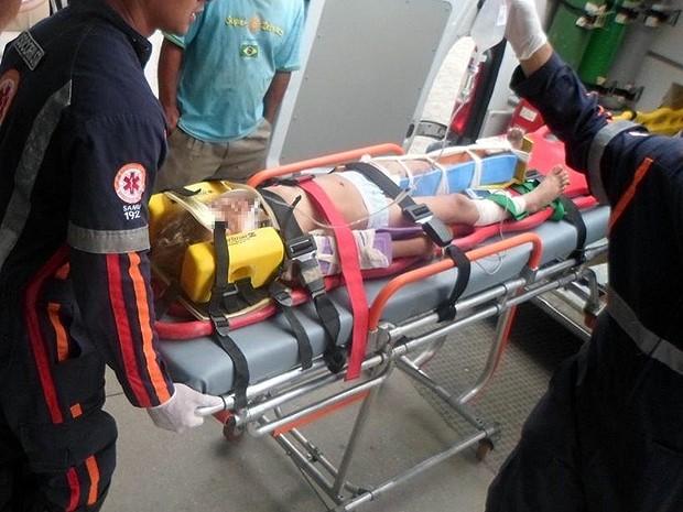 Duas crianças foram levadas para o hospital da cidade. Polícia diz que os pais das vítimas estão desesperados  (Foto: Tiago Botino/ Itapetinga Agora.com)