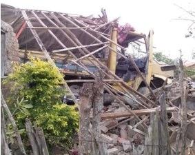 A residência ficou totalmente destruída