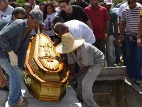 Mister Bahia foi enterrado na manhã desta segunda-feira, em Camaçari (Foto: Everaldo Lins / Camaçari / Divulgação)