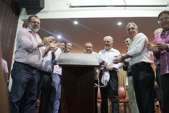 A placa de inauguração da ampliação do sistema de abastecimento de água foi descerrada no Centro Cultural.
