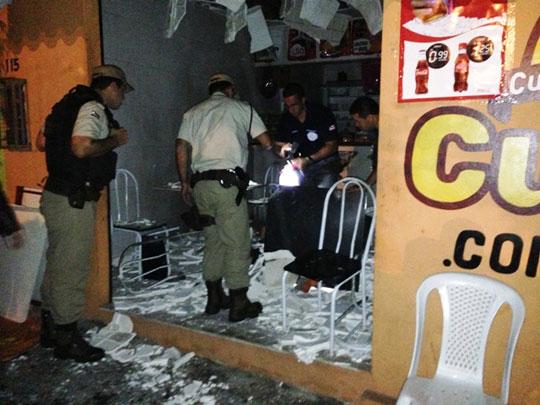 Lanchonete estava cheia no momento do atentado (Foto: Big Boy da Divix)