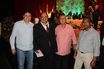 Alex ao lado de Edson foi acomapanhado dos empresários Robério e Niel