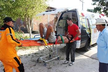 brigada socorrendo homem que tentou suicídio em Pedras-des