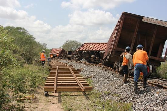 descarrilamento de trem em salgadália - fotos- raimundo mascarenhas - calila noticias-1