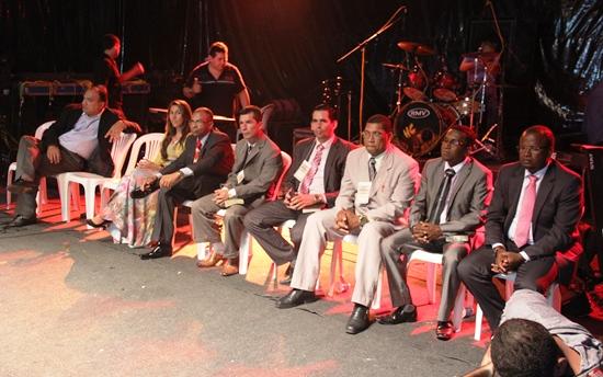 Pastor Almeida da Igreja Batista Mundial do Avivamento (ao lado da esposa) foi um dos pioneiros da criação  da semana dos evangélicos.O 2º da direita para esquerda é Pr. Gilson presidente  da OMEC.