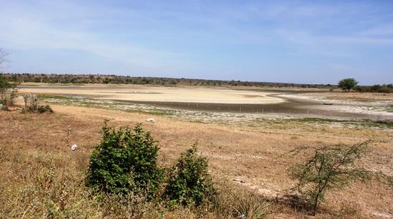Açude do Monteiro fica as margens da BA 120 aproximadamente 20 km de Cansanção e de Nordestina.