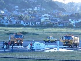 Helicóptero com três ocupantes caiu no Aeroporto de Ilhéus (Foto: Sandro Andrade)