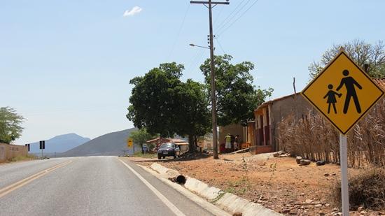 Após a divisa territorial entre Andorinha e Senhor do Bonfim, fica a Fazenda Pereiros, seguindo da Queimadinha, no Km 284.