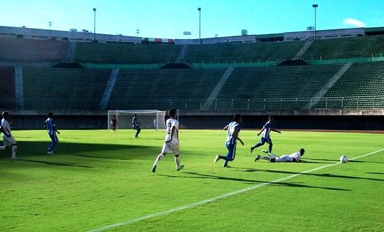Sem estádio, o Leão do Sisal manda seus jogos em Pituaçu, mas não conta com a torcida.