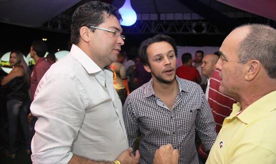 Márcio (E) Mário Junior e o repórter Valdemí de Assis