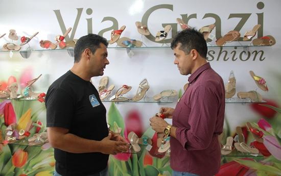 Bergue ( a esquerda) recebe a visita de Alex da Piatã que elogiou a iniciativa.