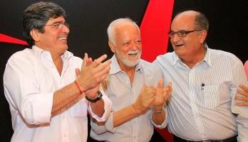 Carlos Falcão (à esquerda) comemora sua eleição por aclamação Foto: Reprodução