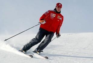 O ex-campeão bateu a cabeça numa pedra enquanto praticava esqui