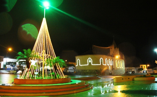 Noite chuvosa deu um colorido e brilho especial como o natal para a humanidade.