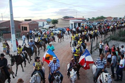 População aplaudiu a chegada da cavalgada a Lagoa do Zezé