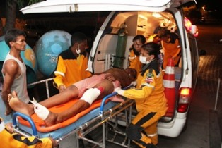 Gabriel Santana forte ferimento no joelho e pé